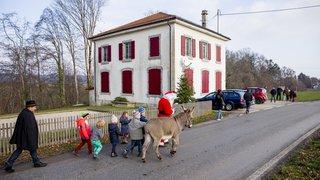 Le Père Noël a sillonné les villages du coeur de La Côte