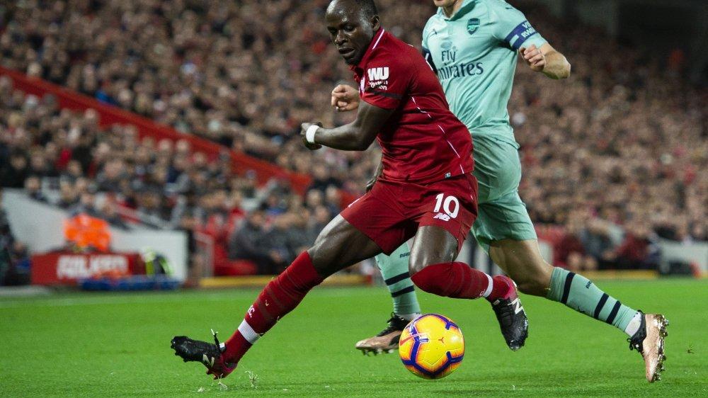 Sadio Mané, ici avec Liverpool face à Stephan Lichtsteiner, sera une des têtes d'affiches de la CAN 2019.