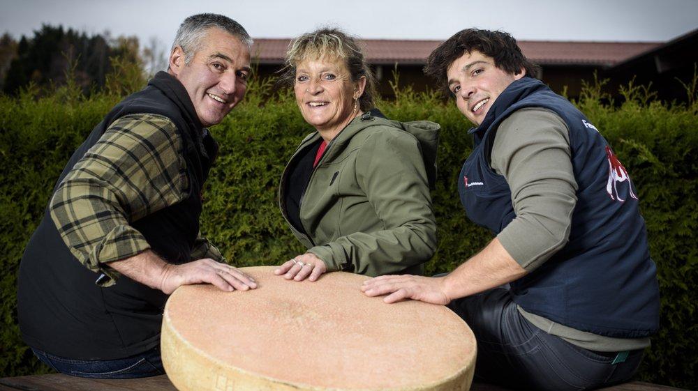Maurice, Sonia et Germain Treboux sont les heureux tenants du titre de meilleur fromage de Suisse en 2018.