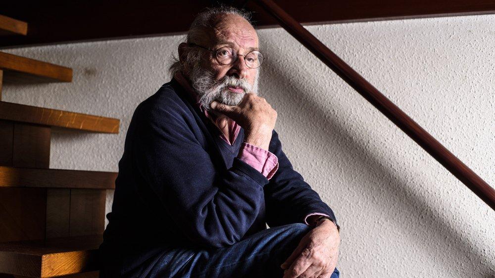 Roger Simon-Vermot est auteur et journaliste, il a écrit «Putain d'AVC!» qui est un témoignage sur la maladie qui a emporté sa femme.