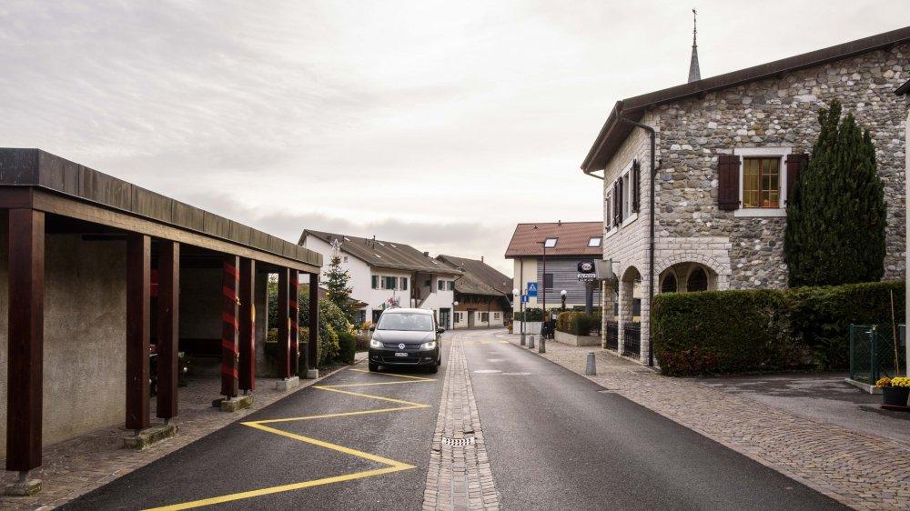 La rue des Fontaines est limitée à 50 km/h, des habitants militent pour abaisser la limite à 30 km/h.
