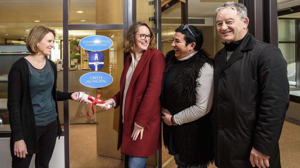 Les ultimes signatures ont été remises mercredi à la secrétaire municipale Laure Pingoud (à g.) par Dorothée Kaltenrieder, Inma Girard et François Krull.