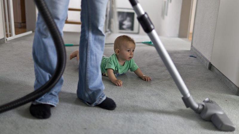 Neuchâtel: les fonctionnaires pourront prendre un mois de congé paternité