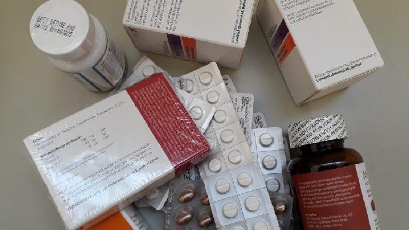 Parmi les objets trouvés par La Poste figurent même des médicaments et complémentaires alimentaires.