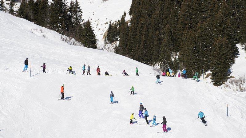 Berne: une fillette de 4 ans meurt dans un accident de ski à Lenk
