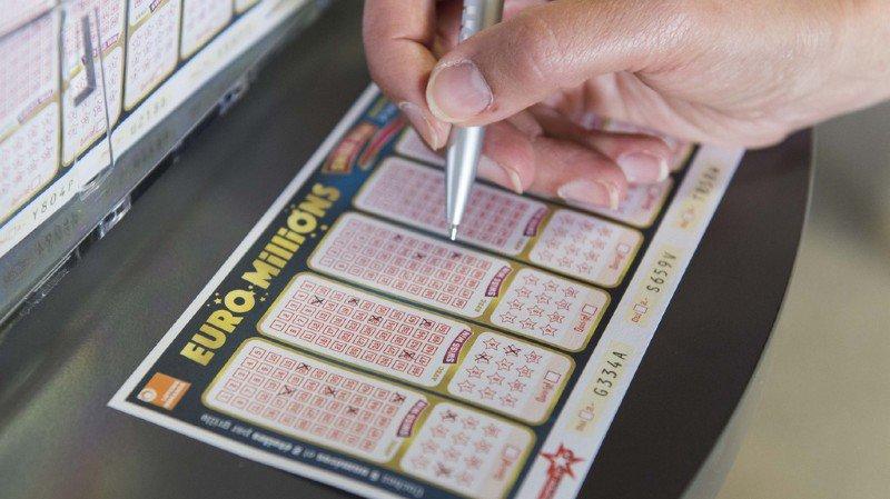 """L'heureux gagnant a coché les numéros 1, 8, 11, 25 et 28, ainsi que les """"étoiles"""" 4 et 6, a indiqué la Loterie romande."""