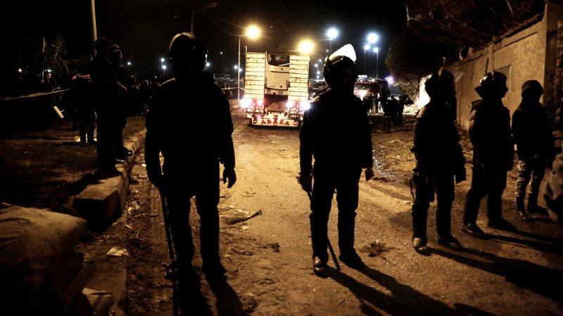 Le ministère n'a pas lié directement les raids policiers à l'attaque de vendredi, qui n'a pas encore été revendiquée.