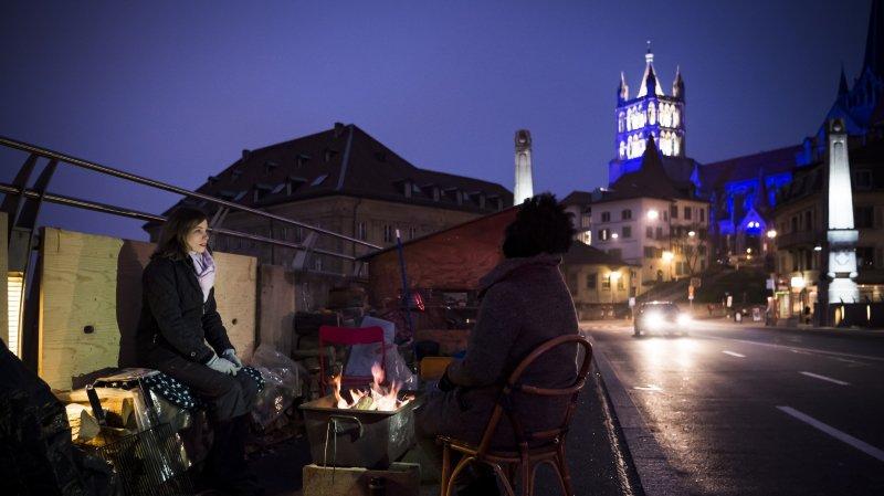 Sur le pont Bessières, les bénévoles se relaient 24 heures sur 24.