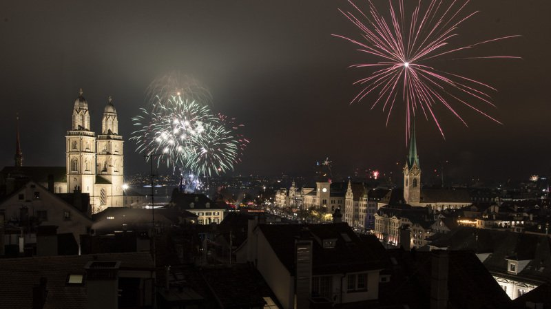 Outre-Sarine, les amateurs de feux d'artifice en ont aussi eu plein les mirettes à Zurich et Bâle.