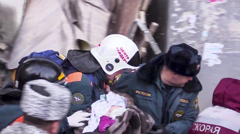 Explosion meurtrière en Russie: un bébé retrouvé en vie dans les décombres