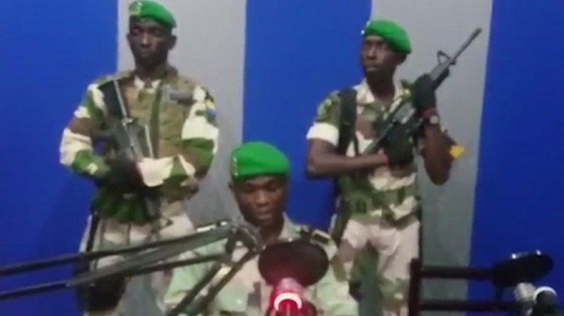 Les militaires avaient pris la parole, tôt lundi matin, à la radio-télévision nationale, pour appeler le peuple à se soulever.