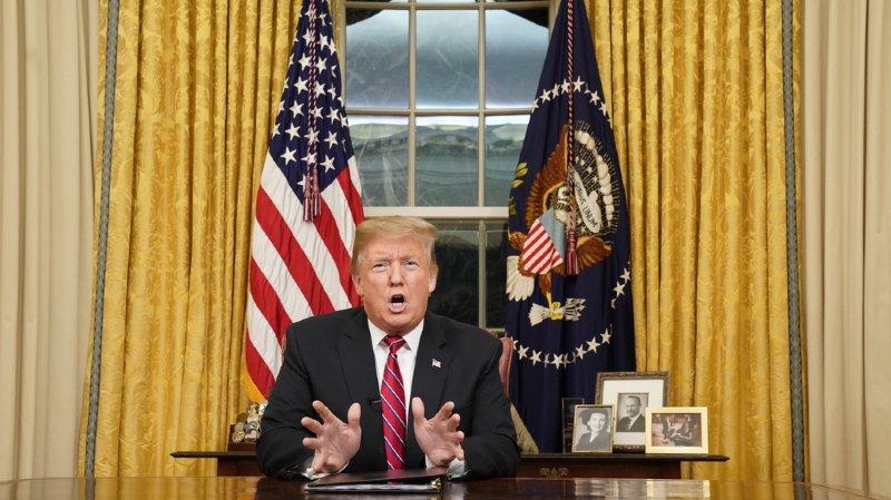 Etats-Unis: Trump défend le mur sur un ton présidentiel sans rien lâcher