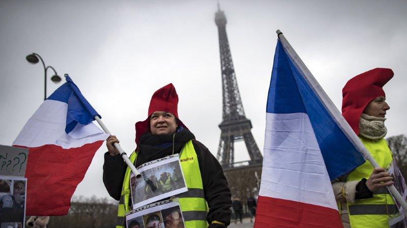 """Des centaines de femmes """"gilets jaunes"""" se mobilisent aussi en France"""
