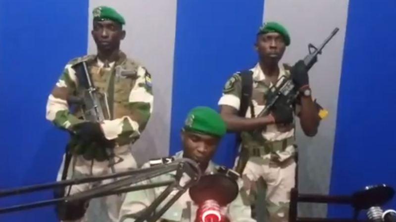 Les militaires ont lu un message à la radio et à la télévision gabonaise, tôt lundi matin.