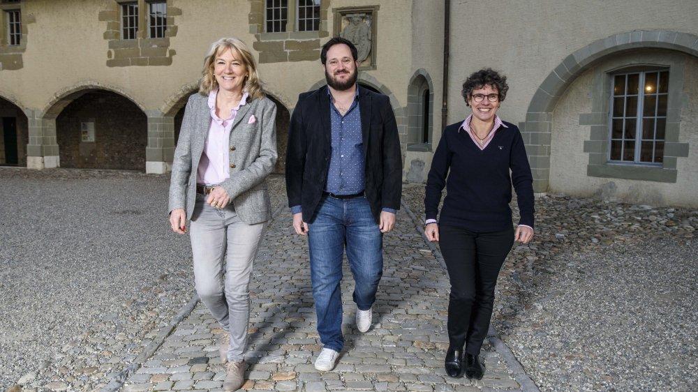 Les deux municipaux en charge de la culture, Monique Choulat-Pugnale (à g.) et Loïc Haldimann, ainsi que la conseillère communale Pascale Vollenweider (à dr.), présidente de l'Association des amis du 700e de la Ville de Rolle.