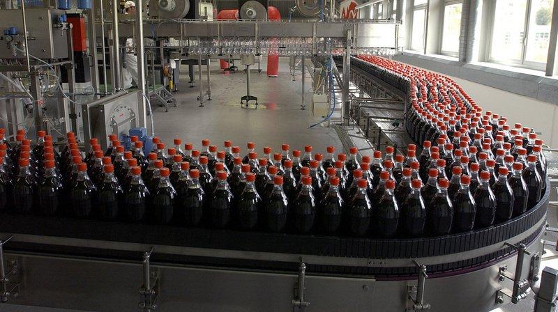 Les usines suisses produiront des bouteilles de Coca-Cola plus petites. Leur prix ne changera néanmoins pas par rapport à aujourd'hui. (Archives)