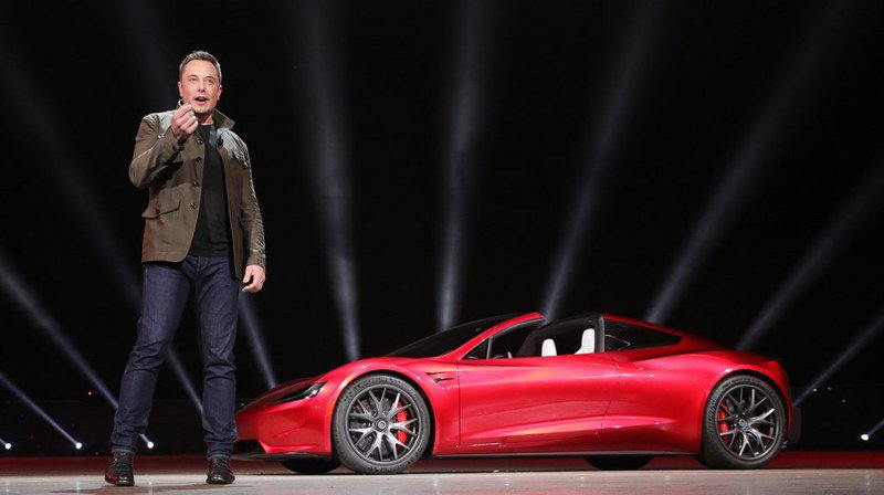 """Le patron de Tesla souligne qu'il se méfie des brevets, tout juste bons à """"freiner le progrès, à permettre à des entreprises géantes de camper sur leurs positions et à enrichir les avocats""""."""