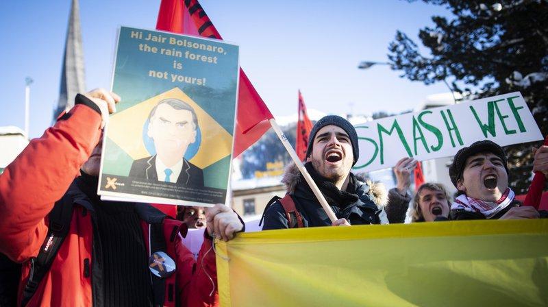 Les autorités de Davos avaient autorisé en début janvier la manifestation de la Jeunesse socialiste contre le Forum économique mondial, qui s'est tenue jeudi après-midi.