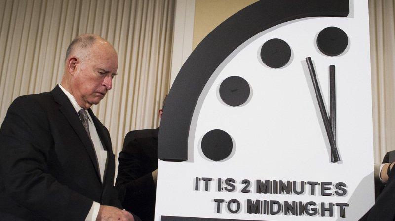 L'horloge de l'apocalypse a été créé durant la Guerre froide afin d'alerter sur les risques de fin du monde, qui survient symboliquement à minuit.