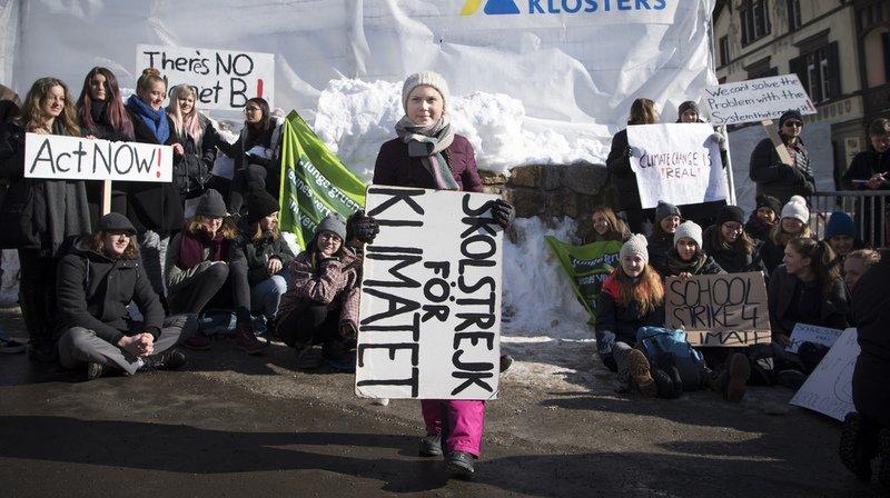 """""""Je veux que vous paniquiez et que vous agissiez comme si notre maison était en feu parce que c'est le cas"""", a déclaré l'activiste de 16 ans devant une foule de médias nationaux et internationaux."""