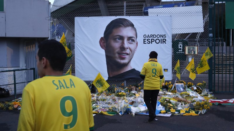 Football: le FC Nantes retire le maillot numéro 9 d'Emiliano Sala