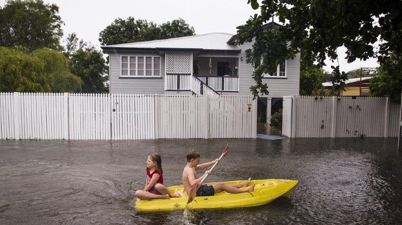Inondations: l'armée en renfort et des crocodiles en ville en Australie