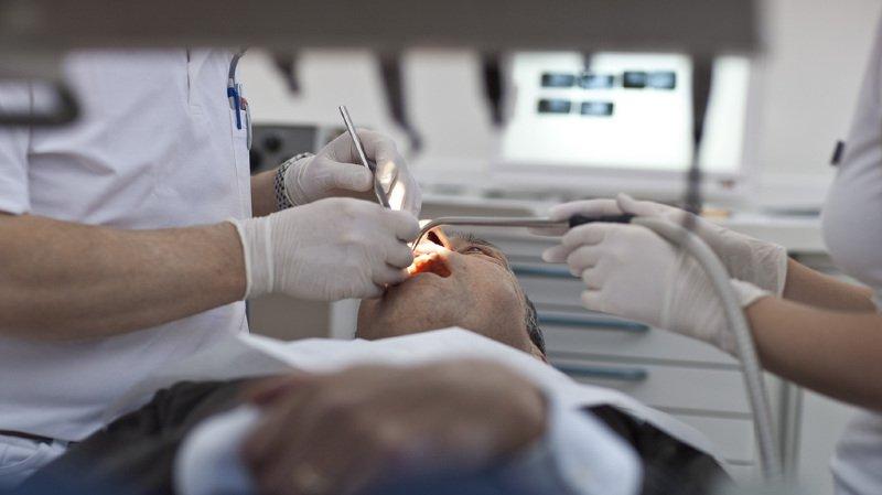 L'assistante dentaire a critiqué les méthodes de travail de son ancien employeur. (illustration)