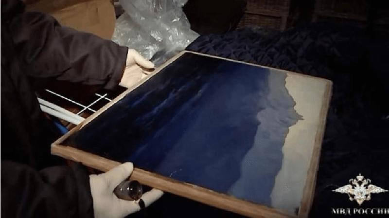Le tableau volé représente un paysage de Crimée du peintre Arkhip Kouïndji, il a été retrouvé quelques heures plus tard. Capture d'image Twitter/Moscou, Russie.