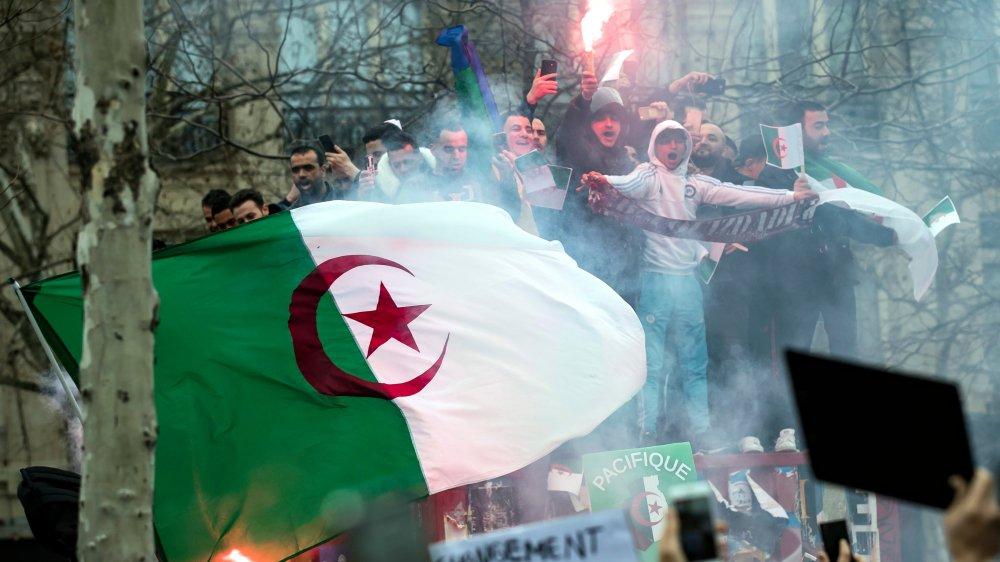 183 blessés vendredi; Bouteflika nomme un directeur de campagne — Algérie