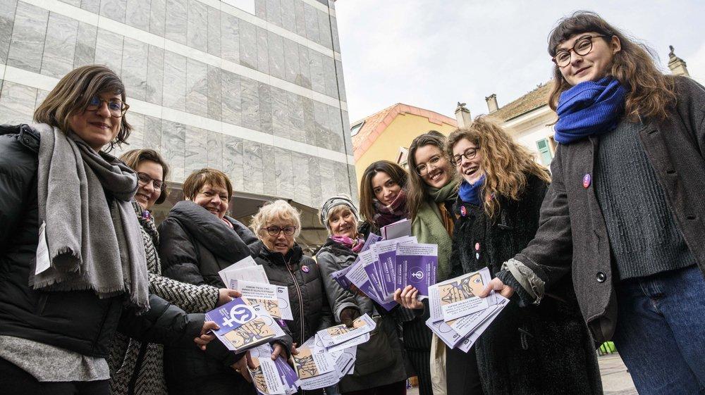 Samedi au marché de Nyon, elles ont distribué des tracts pour sensibiliser les femmes et les hommes à la grève des femmes.