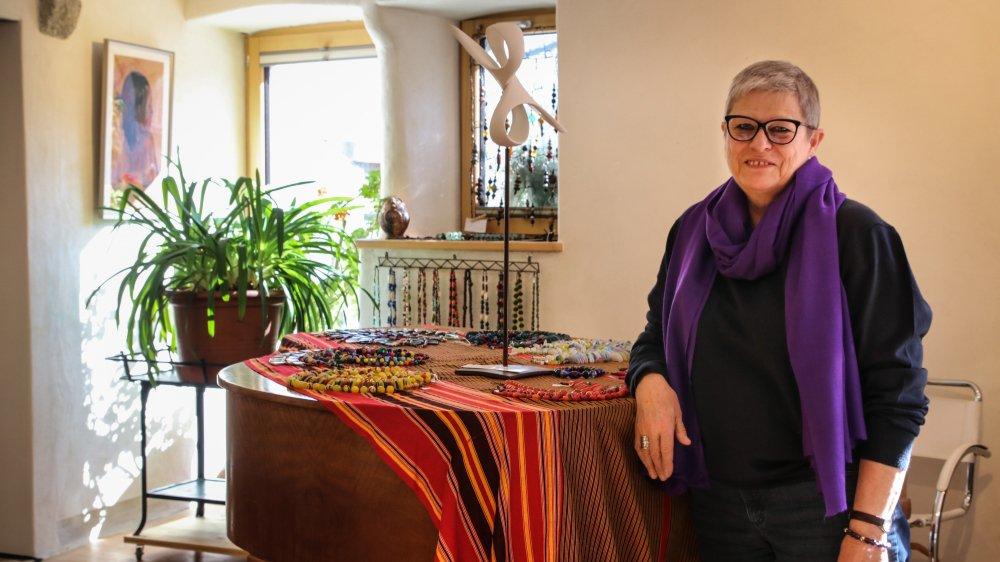 """Marie Gaube a ouvert sa galerie d'art en 2013 dans l'étable de """"La Chaumière"""", ferme qu'elle et son époux Raphaël ont rénovée."""
