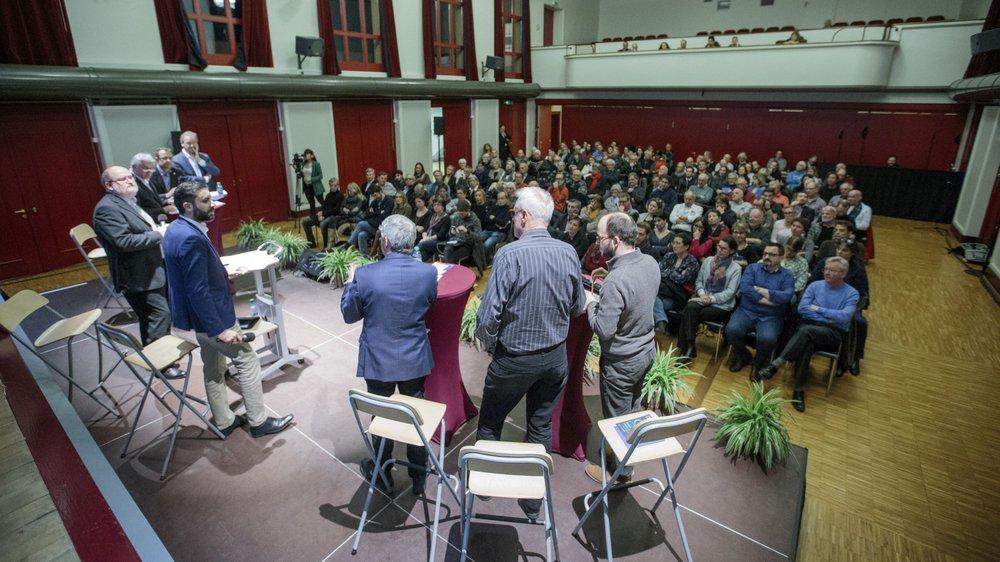 """Le débat organisé par NRTV et """"La Côte"""" a attiré beaucoup de monde."""