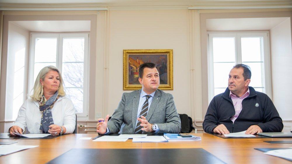Sandra Gordon (municipale), François Roch (syndic) et Agrippino Cardello (municipal) ont donné leur démission pour juin 2020. Le projet de patinoire n'en est pas la cause, mais plutôt la virulence de certains propos qu'il a suscité.