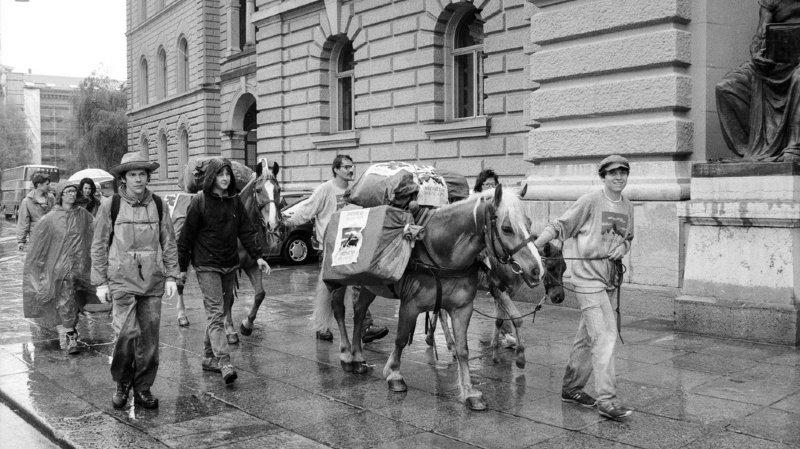 Transport de marchandises: de la route vers le rail, il y a 25 ans, les Suisses acceptaient l'Initiative des Alpes