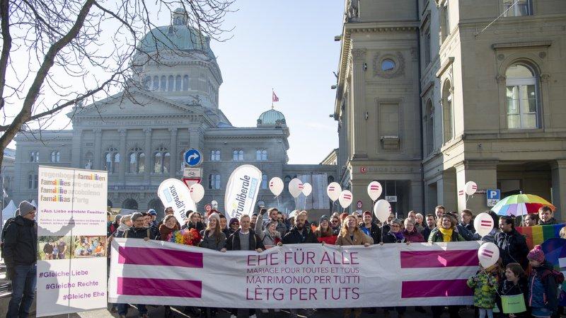 Homoparentalité: les couples lesbiens veulent pouvoir accéder au don de sperme en Suisse