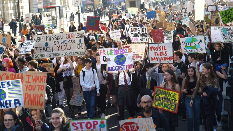 Climat: des milliers d'écoliers britanniques en «grève» pour la planète