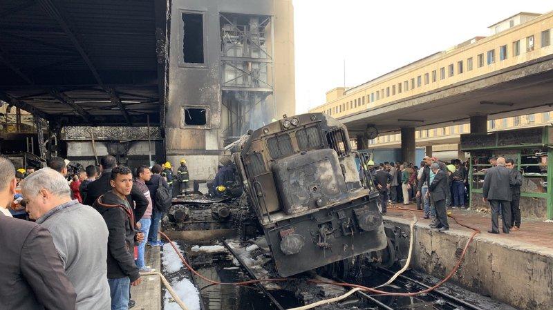 Un accident de train a provoqué un important incendie.