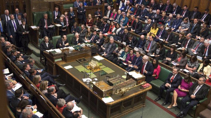 Brexit: le Parlement britannique soutient le projet de Theresa May et l'idée d'un report