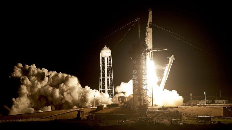 """Espace: premier vol d'essai réussi de la capsule pour astronautes """"Dragon"""" de SpaceX"""