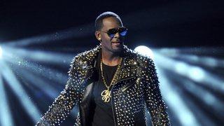 Agressions sexuelles: le chanteur américain R. Kelly inculpé de 10 chefs d'accusation