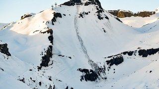 Skieurs emportés sur une piste