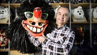 Un Aubonnois se cache derrière les masques du carnaval de Bâle