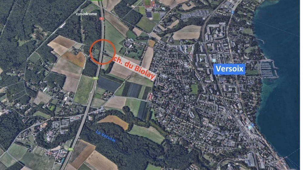 La police cantonale de Genève enquête sur les circonstances de ce tragique accident.
