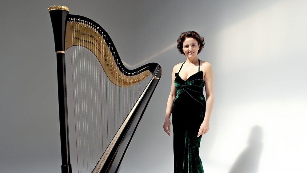 Isabelle Moretti est harpiste et professeur au Conservatoire National Supérieur de Musique et de la Danse de Paris.