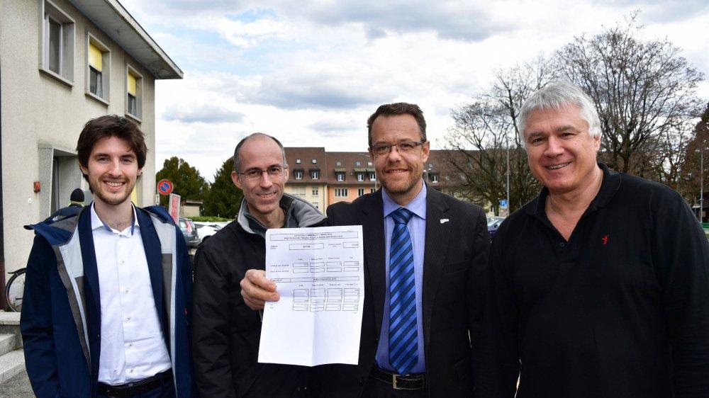 L'UDC Marco Carenza, le Vert'lib Olivier Tripet, l'UDC Sascha Soldini et le PLR Yves Gauthier-Jaques, heureux du résultat de ce référendum.