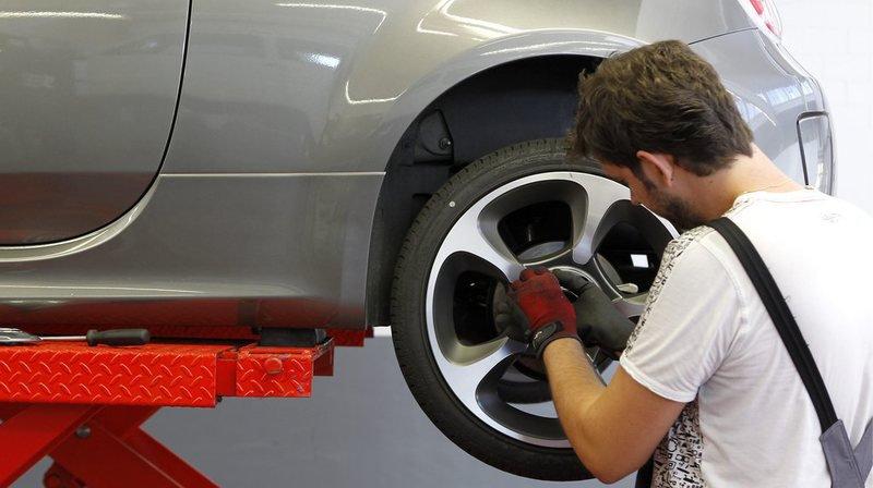 Certains automobilistes ont déjà choisi de changer les pneus de leur véhicule.