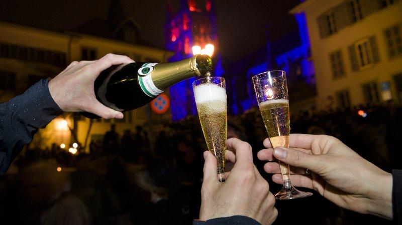 Les Suisses s'orientent de plus en plus vers des champagnes millésimés, plus chers (illustration).