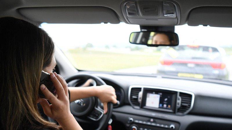 Près d'un tiers des conducteurs contrôlés téléphonaient au volant, sans kit mains libres. (illustration)