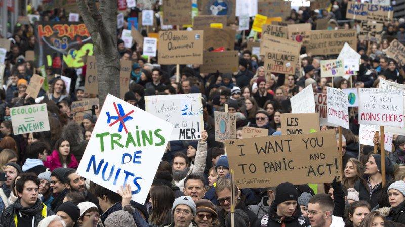 Grève: la jeunesse du monde entier manifeste pour le climat