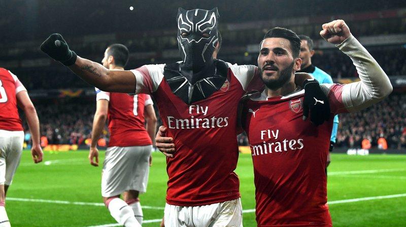 Pierre-Emerick Aubameyang, à gauche et masqué, a marqué à deux reprise pour Arsenal.